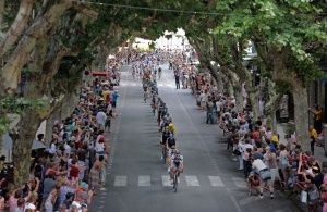 Tour de France passes through Uzès